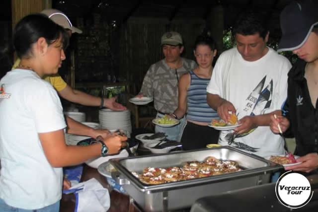 Paquetes Con Alimentos En El Río Filobobos Veracruz