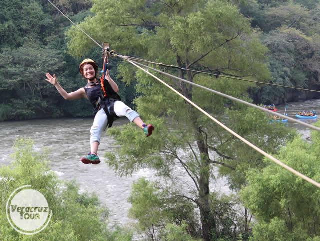 Tirolesa en el río Pescados Jalcomulco Veracruz
